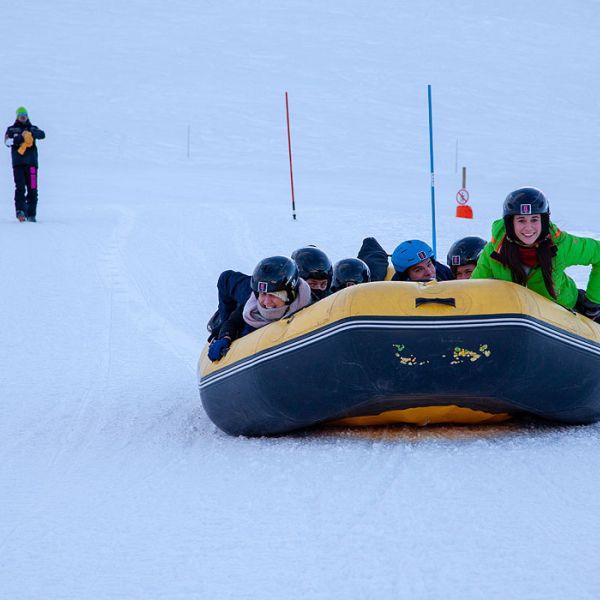 Activité incentives à La Plagne  : Raft sur neige